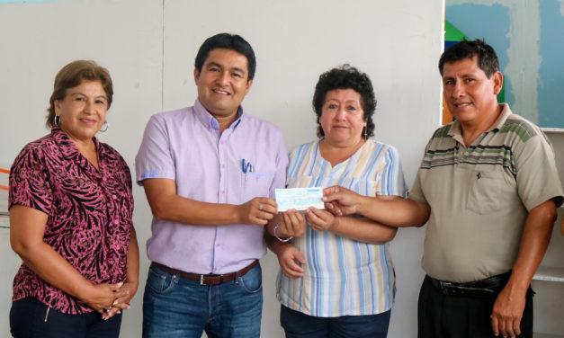 Alcalde entrega subvención para jardín Indoamérica
