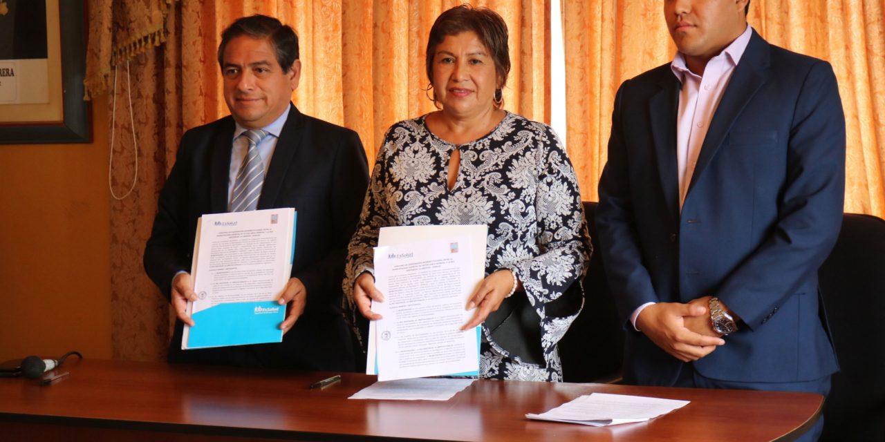 Municipalidad de Víctor Larco firma importante convenio con Essalud