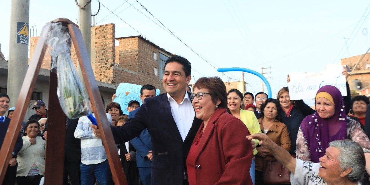Alcalde César Juárez inaugura asfaltado de calles en Buenos Aires Sur